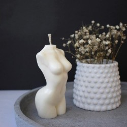 Moters silueto žvakė